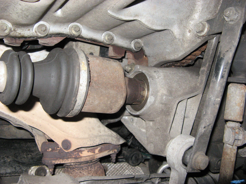 Poważnie Renault Megane   Uszkodzone łozysko podpory wału/półosi?   RENAULT KO49